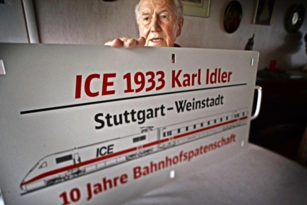 """Karl """"Florian"""" Idler kümmert sich seit zehn Jahren um seinen Bahnhof. Foto: Gottfried Stoppel"""
