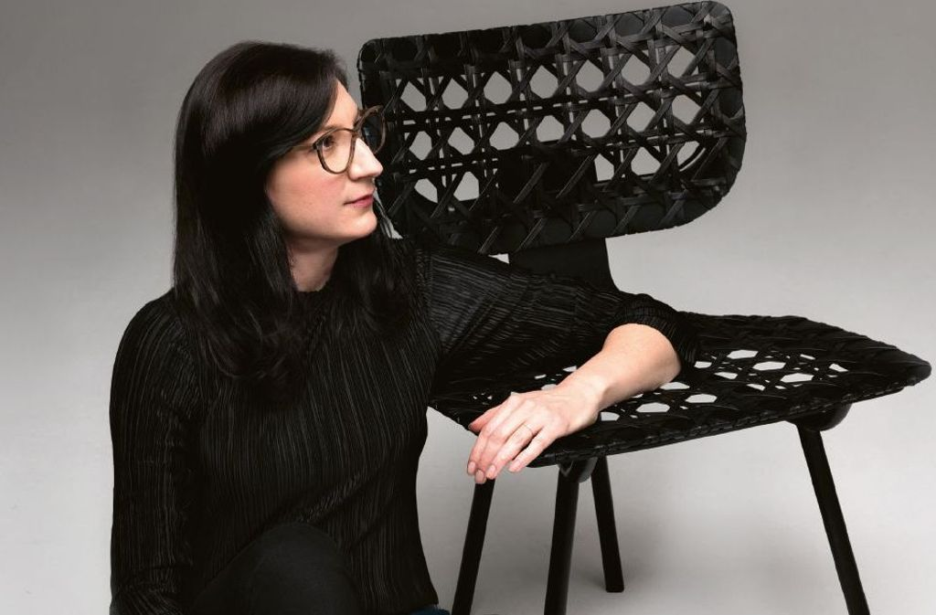 Tilla Goldberg mit Ihrem Entwurf AËRIAS. Foto: Monica Menez
