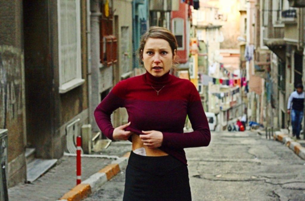 Irina (Janina Elkin) hat ihre Niere hergegeben – und nichts dafür bekommen. Foto: ZDF