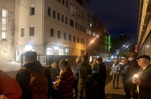 Zeichen der Solidarität vor der Stuttgarter Synagoge