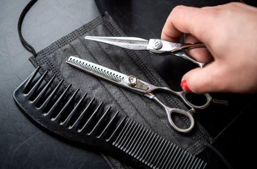 Friseure dringen auf schnelle Salonöffnungen
