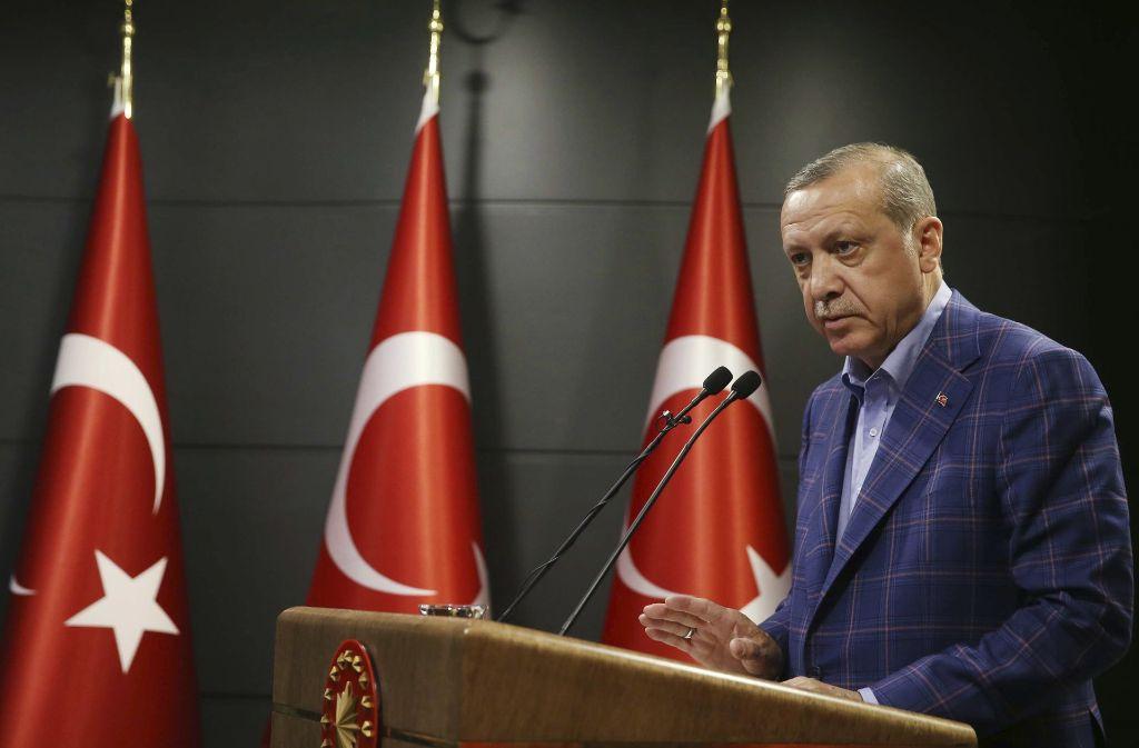 Recep Tayyip Erdogan hat auch in Stuttgart sehr viele Anhänger. Foto: AP
