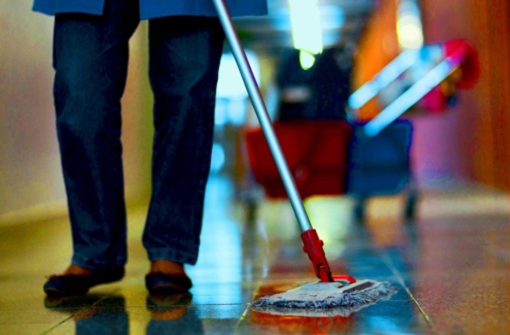Im Reinigungsgewerbe sind prekäre Arbeitsverhältnisse die Regel. Foto: dpa-Zentralbild