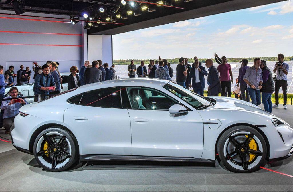 Der Porsche-Elektrosportwagens Taycan bei seiner Weltpremiere Anfang September. Foto: AFP/PATRICK PLEUL