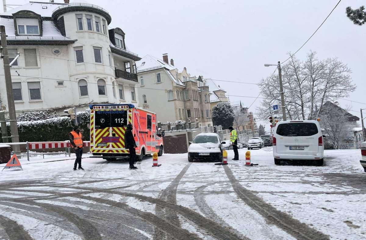 Auf schneeglatten Straßen sind am Montag etliche Unfälle passiert, wie hier in der Straße Alte Weinsteige. Foto: 7aktuell.de/Florian Gerlach