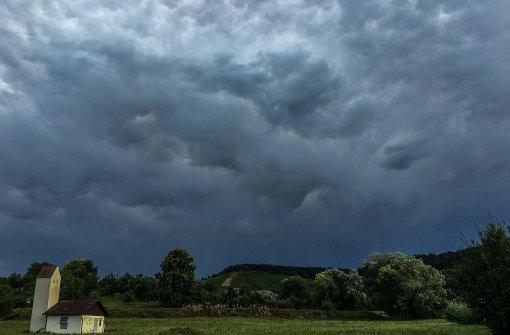 Erste Unwetter ziehen über die Region