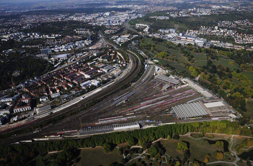Die Zukunft der Gleisflächen sorgt für Streit zwischen Stadt und Land. Foto: Storck