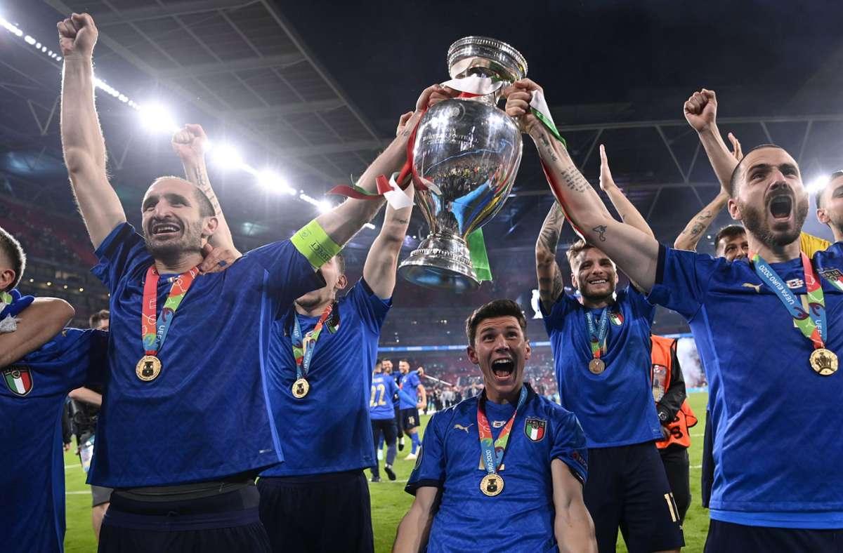 Italiens Spieler feiern ihren Sieg. Foto: dpa/Pa Wire