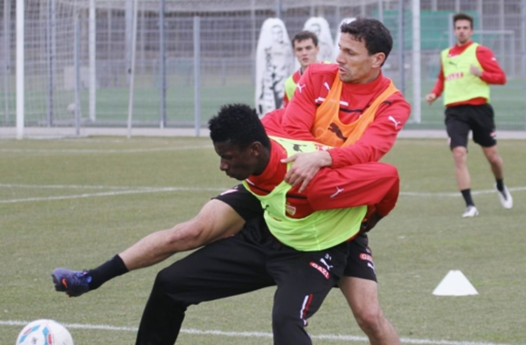 """Antonio Rüdiger (links, hier beim Zweikampf im Training mit Khalid Boulahrouz) vom VfB ist einer von zwei DFB-""""Nachwuchsspielern des Jahres"""". Foto: Pressefoto Baumann"""