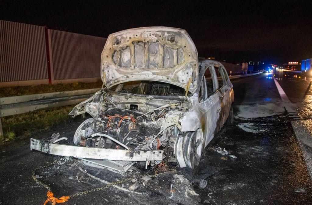 Der BMW brannte komplett aus. Foto: 7aktuell.de/Nils Reeh