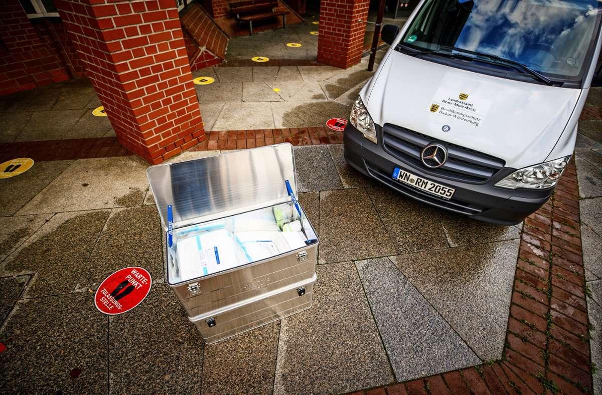 Um schnell auch in größerer Zahl Tests durchführen zu können,  steht neuerdings das Infektomobil des Landratsamtes parat. Foto: /Gottfried Stoppel