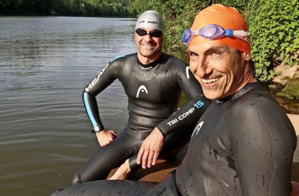 Volker Heyn (rechts) und Martin Tschepe durchschwimmen den Neckar – von der Quelle bis zur Mündung. Foto: factum/Granville
