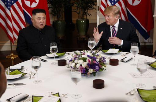Donald Trump und Kim Jong Un gönnen sich Schokotörtchen
