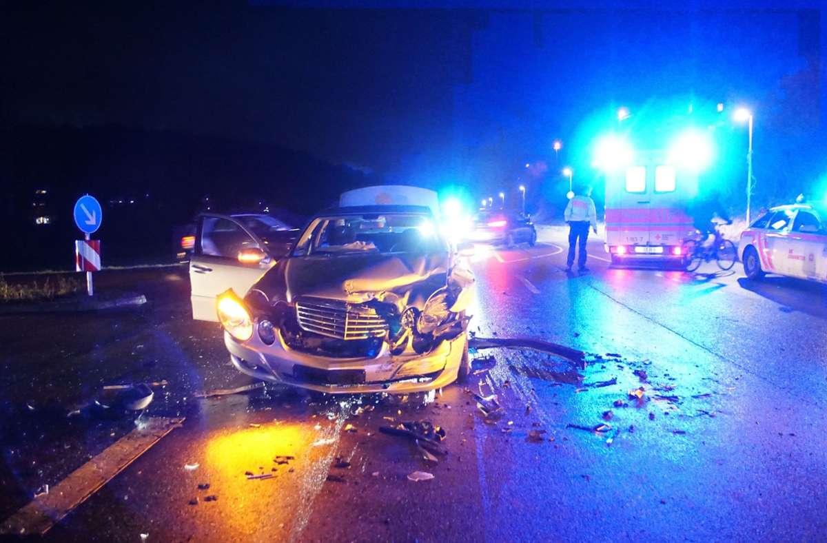 Zwei Mercedes waren in einen nächtlichen Unfall im Kreis Böblingen verwickelt. Foto: SDMG/SDMG / Dettenmeyer