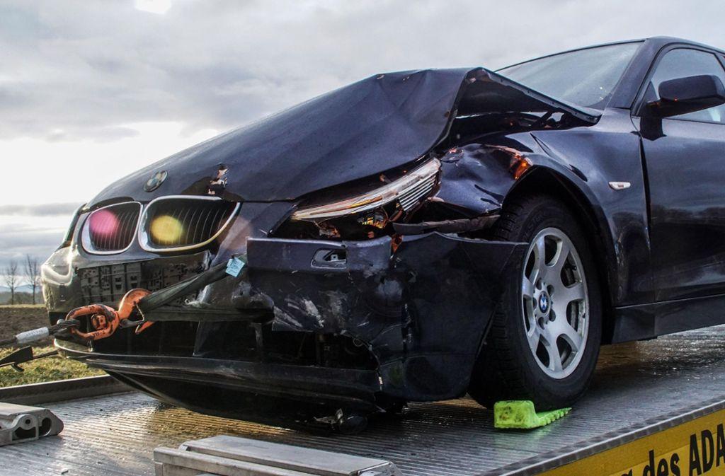 Die Unfallautos mussten abgeschleppt werden. Foto: SDMG