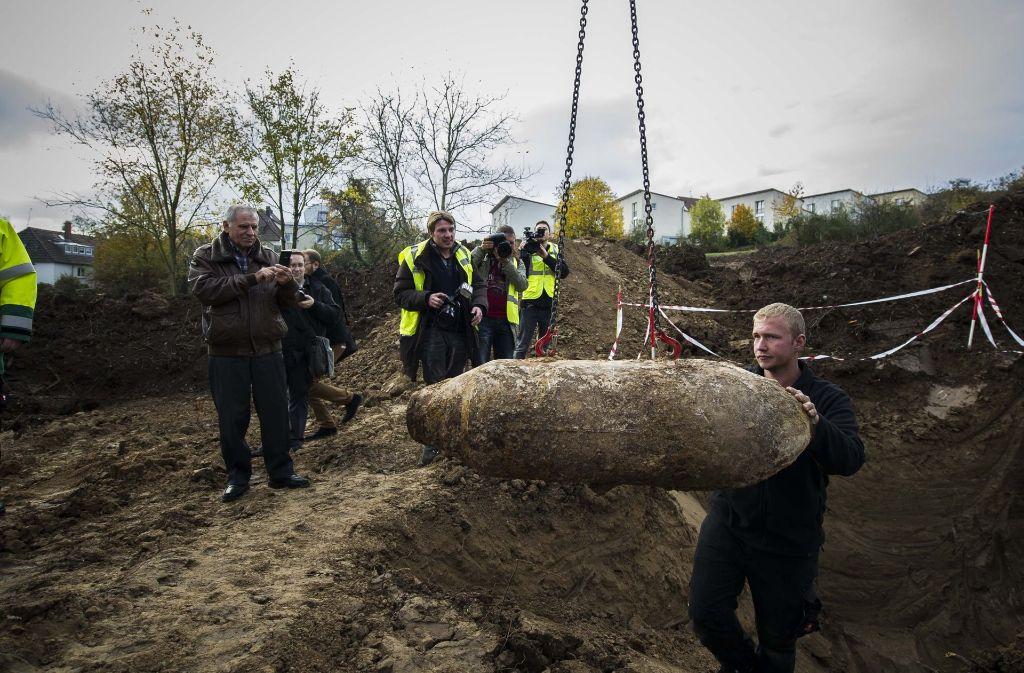 In  Feuerbach wurde im Jahr 2014 eine 250 Kilogramm schwere amerikanische Bombe aus dem Zweiten Weltkrieg entdeckt und entschärft. Alle Einwohner im Umkreis von etwa 250 Meter wurden evakuiert. Foto: Lichtgut/Max Kovalenko