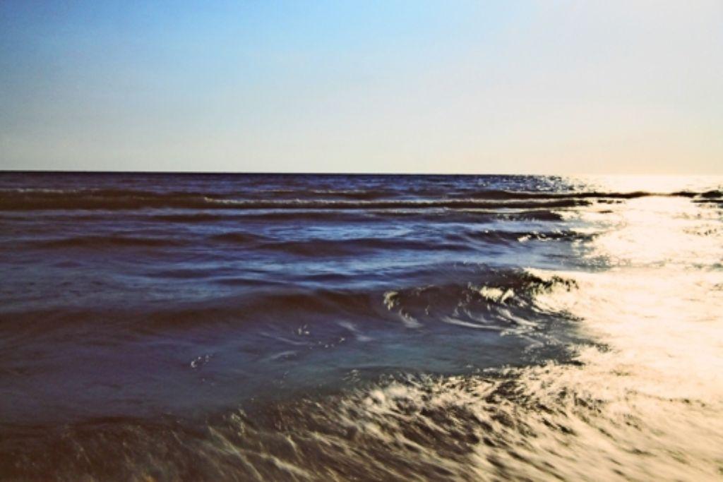 """Der Fotograf Frank Paul Kistner hat in seiner Serie """"Meereshorizonte"""" den kurzen Augenblick zwischen ständiger Bewegung und Veränderung festgehalten. Foto: Sabine Schwieder"""
