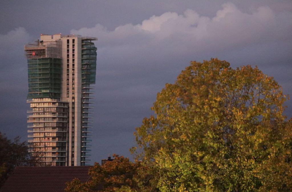 Selbst in den äußerlich fertigen unteren Stockwerken soll sich die Tower-Fassade noch  ändern. Foto: Patricia Sigerist