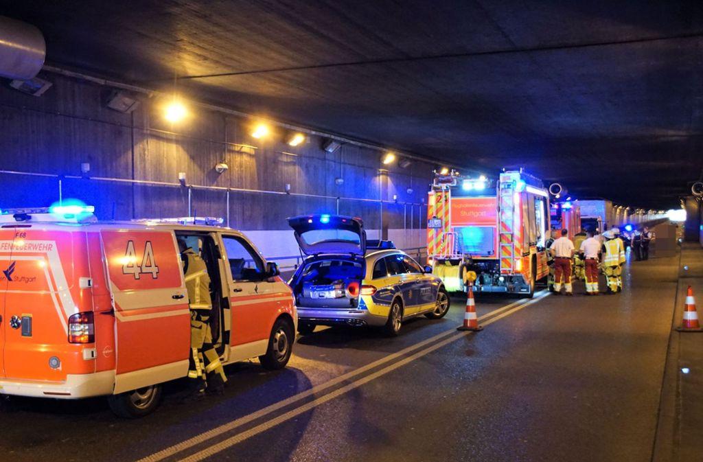 Wegen der Unfallaufnahme musste der Flughafentunnel für circa eine Stunde  gesperrt werden Foto: SDMG