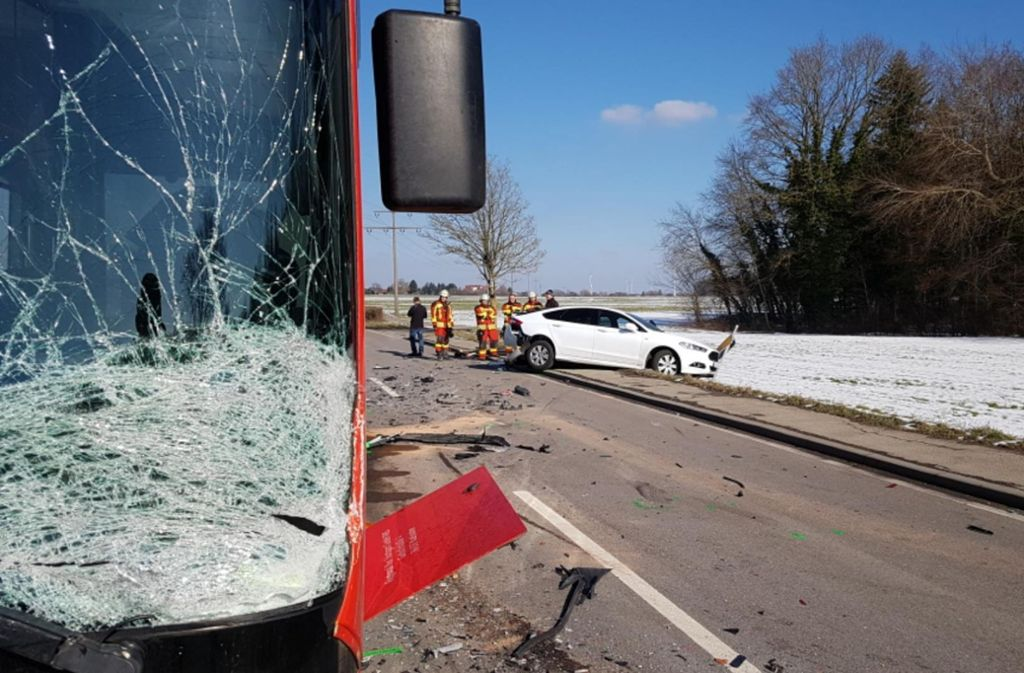Die B 298 war zeitweise voll gesperrt, der Verkehr wurde örtlich umgeleitet. Foto: 7aktuell.de/Marius Bulling