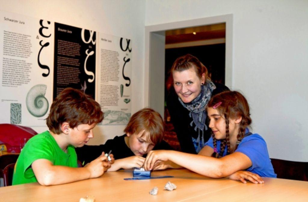 """Auch mit Basteln will Museumschefin Stefanie Grzybek für """"Natur begeistern"""". Foto: Rudel"""