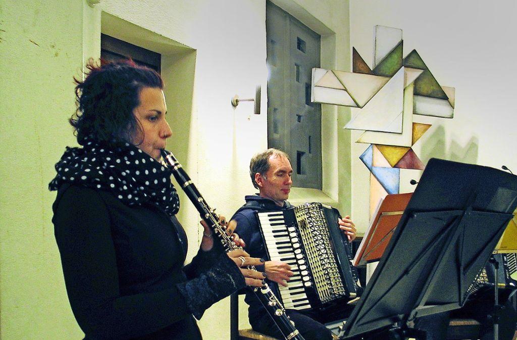 Gastsolistin Stefanie Raths probt mit dem Zweiten Orchester des Handharmonika-Spielring Zuffenhausen-Stammheim. Foto: Müller-Baji