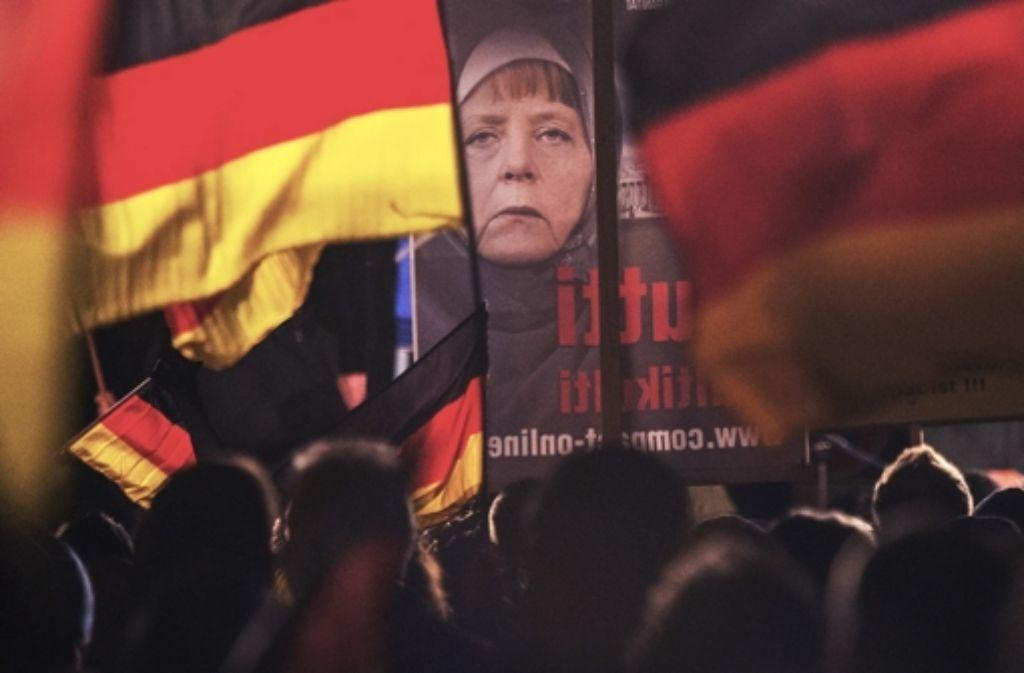 Die Kundgebung der rechtskonservativen AfD in Erfurt hat nach den Terroranschlägen von Paris mehr Zulauf bekommen. Foto: AP