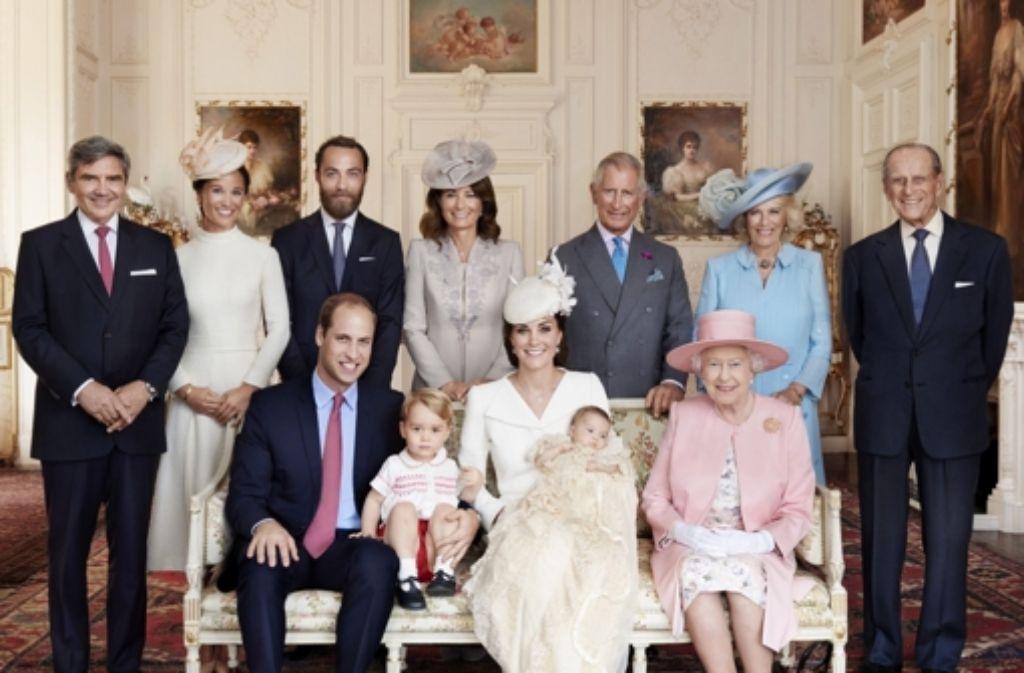 02965e5073b66 Sie strahlen in die Kamera  William und Kate mit ihren Kindern ...