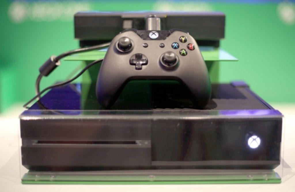 Für Computerspielfans scheinbar ein begehrtes Objekt: die Xbox One von Microsoft. Foto: dpa