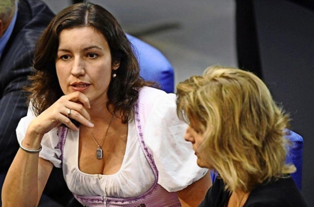 Die CSU-Abgeordnete Dorothee Bär  im corpus delicti auf der Regierungsbank. Foto: AP