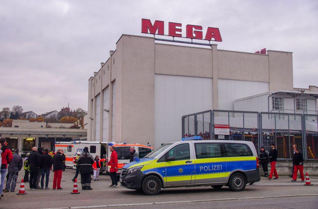 Im Mega-Supermarkt im Stuttgarter Osten sollen Gefahrenstoffe austreten. Foto: SDMG