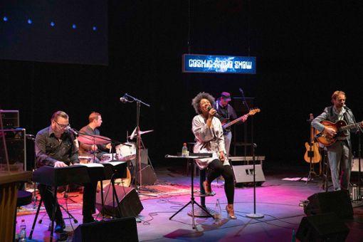 Die Cosmic Radio Show ist nicht nur vor Ort im Kings Club ein Highlight, sondern auch vor dem Radio – live aus dem Theater Rampe.