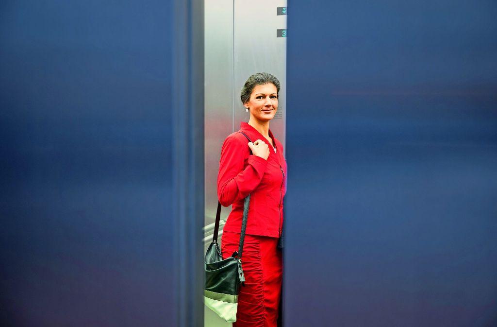 Sahra Wagenknecht unter Druck: Ein rot-rot-grünes Bündnis –  in Umfragen ohnehin ohne Mehrheit –  scheint durch den Kurs der Spitzenkandidatin nicht einfacher zu werden. Foto: dpa