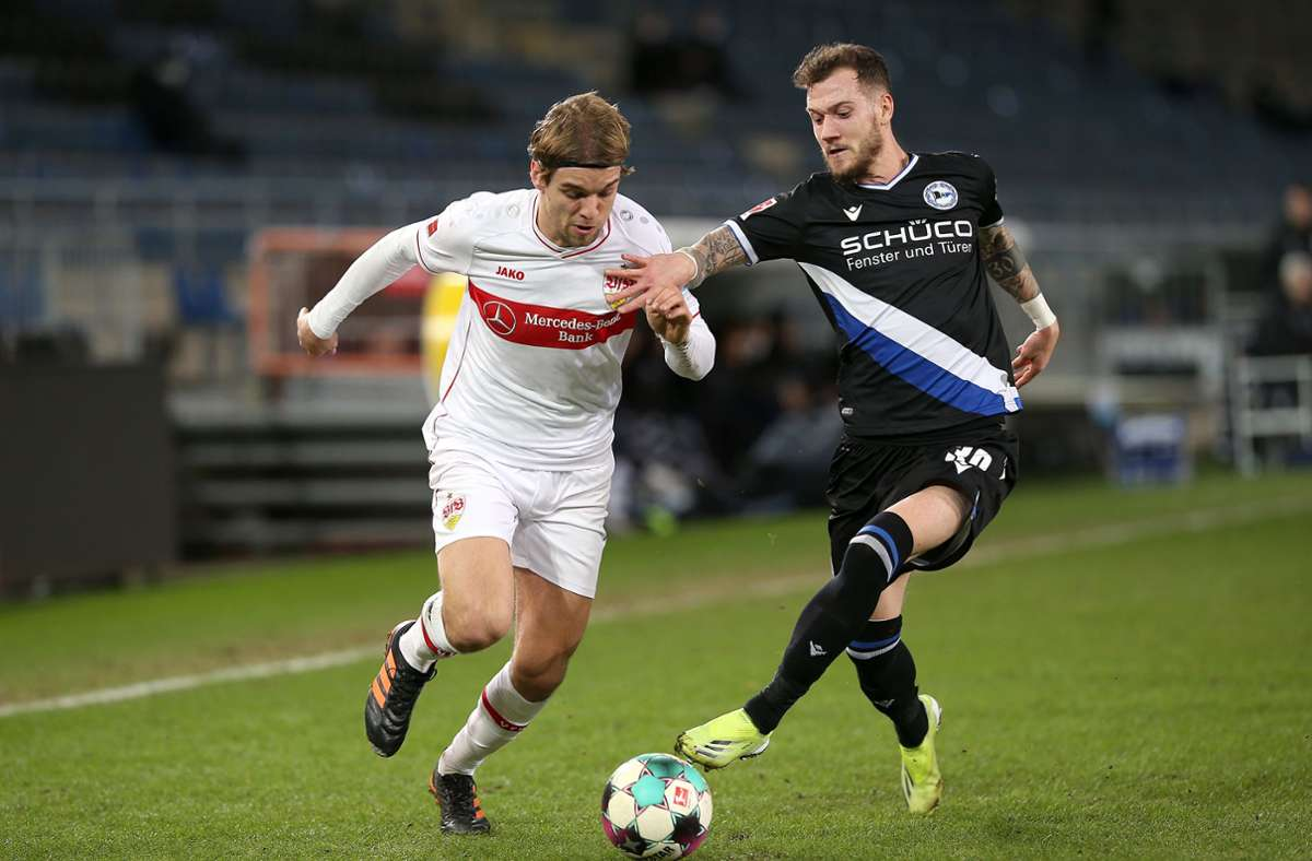 Borna Sosa (links) fehlt dem VfB Stuttgart beim SC Freiburg. Foto: Pressefoto Baumann/Cathrin Mueller