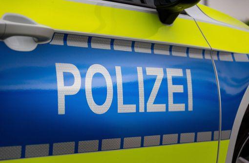 Polizei sucht nach Zusammenstoß mit drei Verletzten Zeugen
