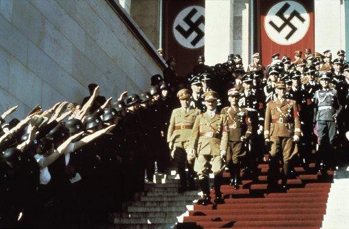 Hakenkreuz-Torte und Hitlergruß in Firma