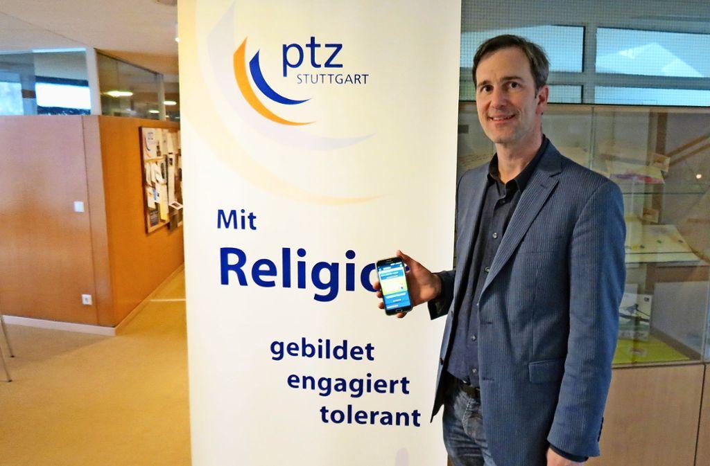 Glauben und technisches Interesse treffen aufeinander: Der Theologe Thomas Ebinger entwickelt eine App. Foto: Julia Bosch