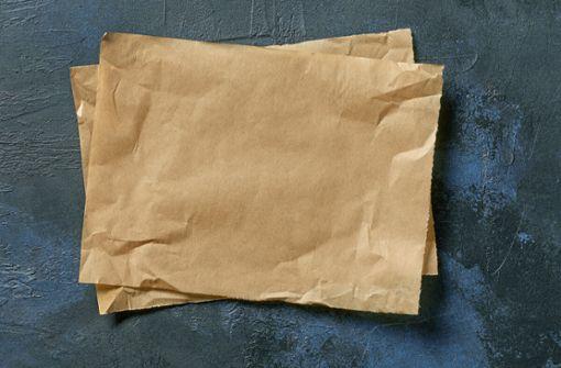 Erfahren Sie, warum Backpapier in den Restmüll gehört und welche Alternativen es gibt.