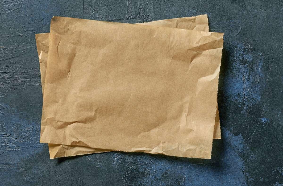 Erfahren Sie, warum Backpapier in den Restmüll gehört und welche Alternativen es gibt. Foto: MaraZe / Shutterstock.com