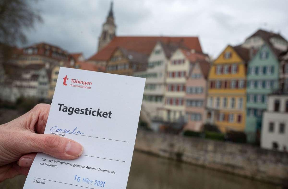 In Tübingen läuft  ein Modellprojekt zu mehr Öffnungsschritten in Corona-Zeiten. Foto: dpa/Sebastian Gollnow