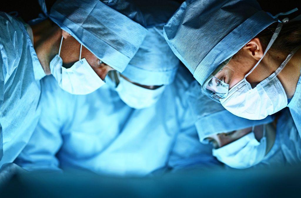 Organspenden retten Leben. Doch seit Jahren gehen die Transplantationen zurück. Foto: s-l/Adobe Stock