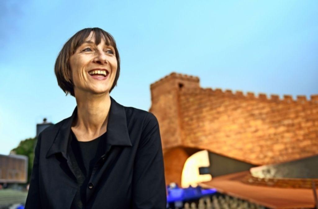"Voller Tatendrang: Elisabeth Sobotka in Bregenz vor der ""Turandot""-Kulisse auf der Seebühne Foto: dpa"