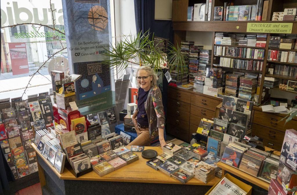 Karin Albrecht arbeitete seit mehr als 40 Jahren im PP-Studio in Ludwigsburg, sie und ihr Chef     Kurt Gillé treiben für die Kunden weltweit fast jede irgendwie verfügbare CD auf. Foto: