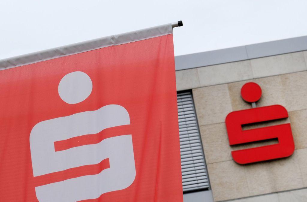 Auch die baden-württembergischen Sparkassen beteiligen sich an der Rettungsaktion der NordLB. Foto: dpa