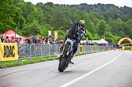 Auf die Motorräder, fertig, los –  die Biker kommen