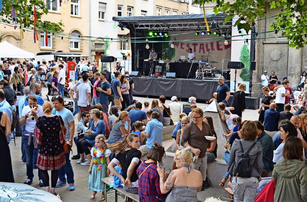 Als heimeliges, kleines Straßenfest ist die Westallee 2016 gestartet. Doch der Charme hat sich schnell herum gesprochen. Foto: Archiv/ Uli Meyer