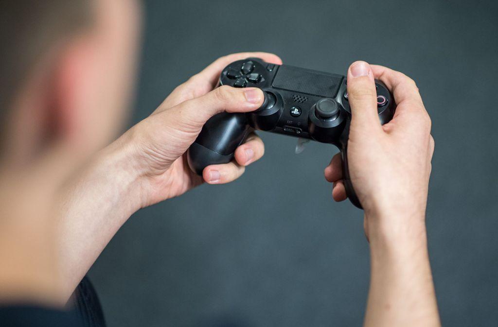 Mit Online-Games kann man ideal die Zeit vertreiben. Foto: dpa/Sebastian Gollnow