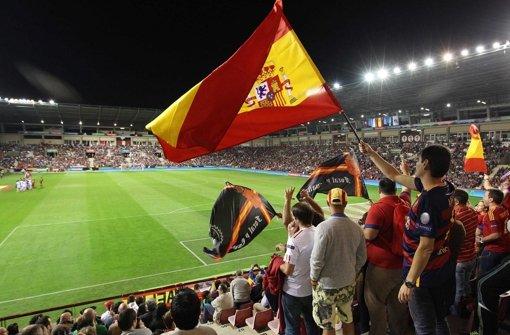 Spanien und Schweiz fahren zur EM