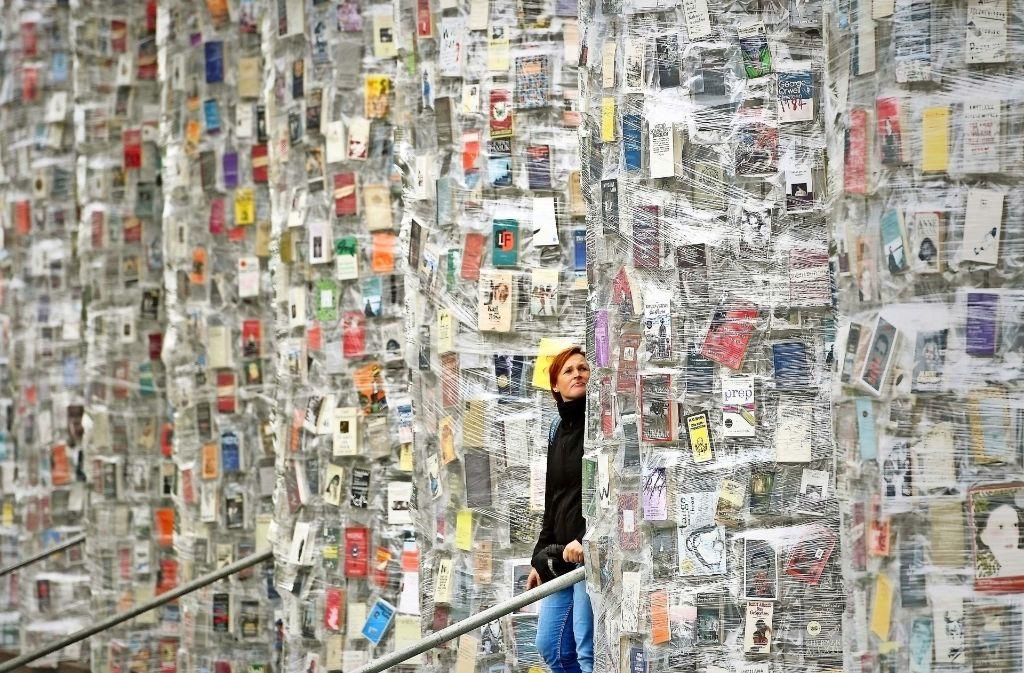 """Politisches und Skurriles: Der  """"Parthenon der Bücher"""" richtet sich gegen die Zensur. Foto: Getty Images Europe"""