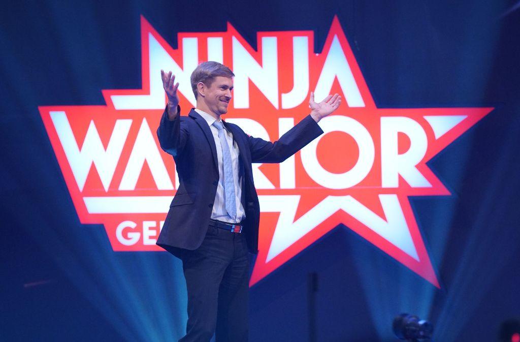 """Diesen Anzug behält John-Edouard Ehlinger bei der Show """"Ninja Warrior"""" nicht lange an. Foto: RTL"""